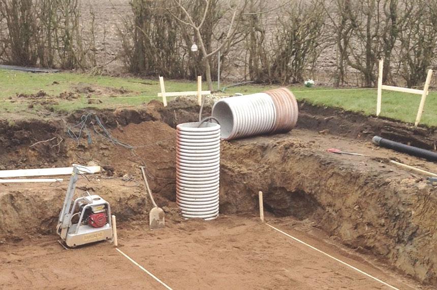 Bild 4. Dräneringsbrunn används för att leda bort vatten i marken.